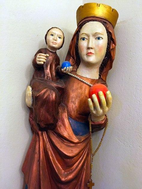Piękna Madonna z klasztornego korytarza na Karczówce, fot. Paweł Wroński