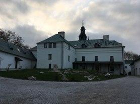 Klasztorny dziedziniec na Karczówce, fot. Paweł Wroński