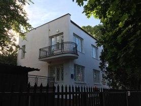 Charakterystyczne balkony o łukowatym profilu, fot. Paweł Wroński