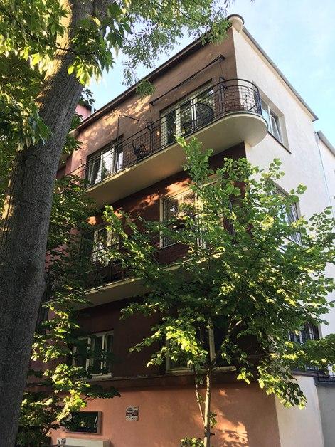 Motyw balkonów o miękkich liniach jest wizytówką architekta, fot. Paweł Wroński