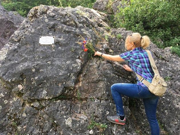 Na Górze Zelejowej - kwiaty dla generała - Mariusza Zaruskiego, fot. Paweł Wroński