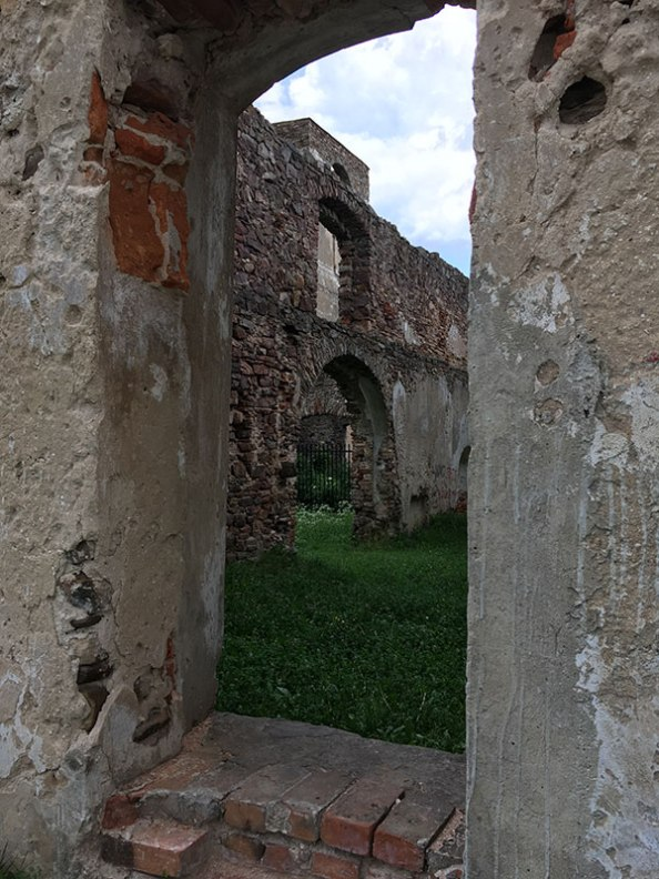 Samsonów, ruiny wielkiego pieca hutniczego, fot. Paweł Wroński