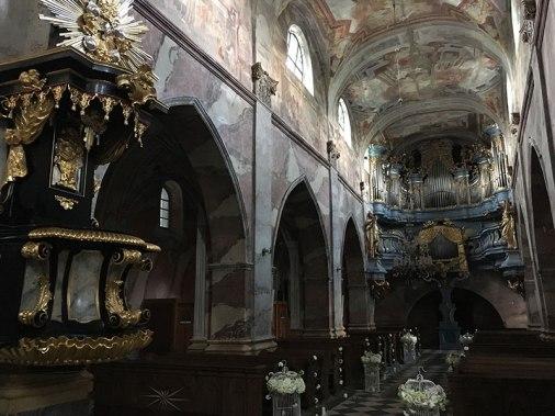 Przystrojone uroczyście wnętrze świątyni, fot. Paweł Wroński