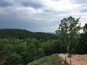 Armata pod zamkiem od strony zachodniej i widok na otoczone ochrona wzgórze Rzepka, fot. Paweł Wroński