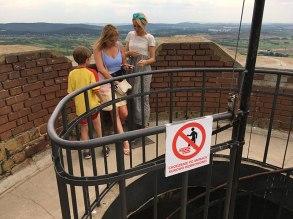 Zakaz wychylania się z wieży, a kusi, bo widok piękny, fot. Paweł Wroński