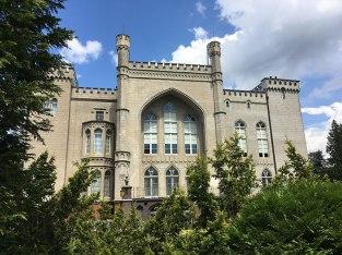 Tchnąca gotyckimi i mauretańskimi inspiracjami ogrodowa fasada kórnickiego zamku, fot. Paweł Wroński
