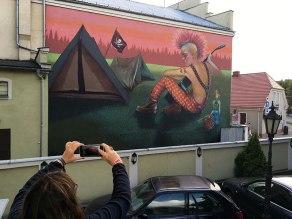 Barwny mural przy jednej z ulic w centrum Jarocina, fot. Paweł Wroński