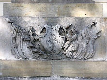 Panoplia z podstawy epitafium przy południowej ścianie kościoła św. Klemensa w Nadarzynie, fot. Paweł Wroński