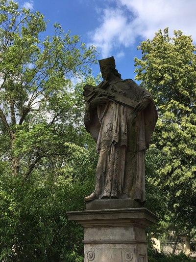 Figura św. Jana Nepomucena przed kościołem św. Klemensa w Nadarzynie, fot. Paweł Wroński