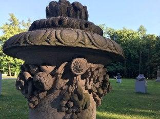 Kamienny wazon kwaitowy z przypałacowego parku, fot. Paweł Wroński