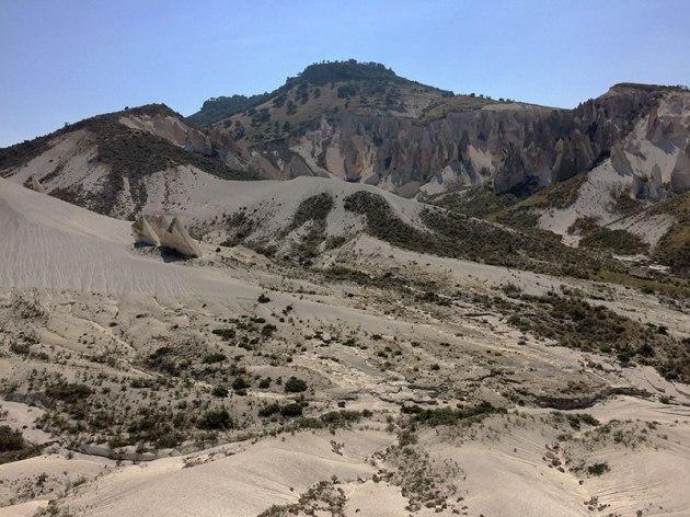 W dawnej Frygii jest wiele miejsc, w których pozyskuje się purpurowy marmur, ceniony już w starożytnym Rzymie budulec fot. Paweł Wroński