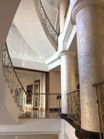 Imponujące marmurowe kolumny zdobią wnętrza NG hotelu w Afyonkarahisarze, fot. Paweł Wroński
