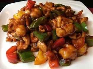 Kurczak Gongbao z nerkowcami i warzywami, fot. Paweł Wroński