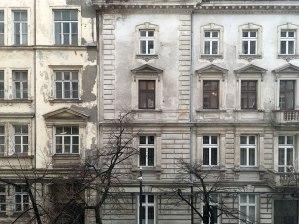 Widok z okna kamienicy Al. Jerozolimskie 53 na oczekującą na inwestora sąsiadkę, fot. Paweł Wroński