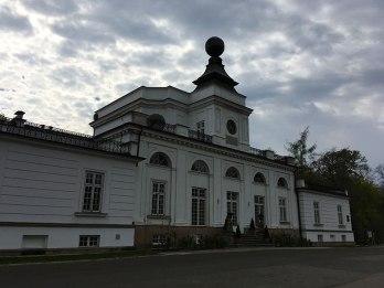 Jabłonna - główny pawilon pałacowy zwieńczony kulą ziemską, fot. Paweł Wroński