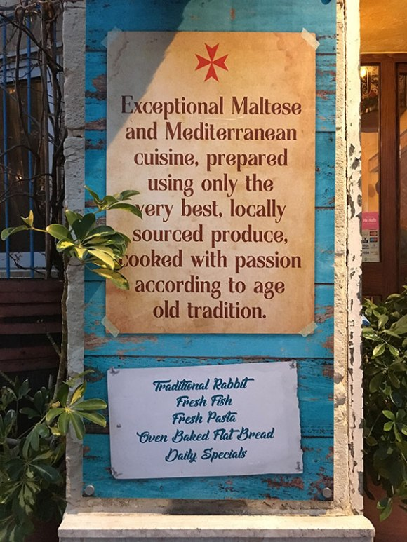 """Mġarr, Restauracja """"United"""" - tutaj podają jedynie potrawy przygotowane według miejscowych receptur z lokalnych produktów, fot. Paweł Wroński"""
