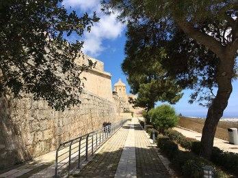 Mury obronne Mdiny wyposażone w XVII wieku w bastiony armatnie, czyniły w przeszłości z miasta potężną twierdzę, fot. Paweł Wroński