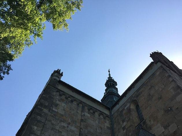 Sygnaturka świątyni w części o cechach gotyckich, fot. Paweł Wroński
