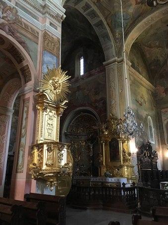 Wnętrze świątyni z bogatą, głównie barokową dekoracją, fot. Paweł Wroński