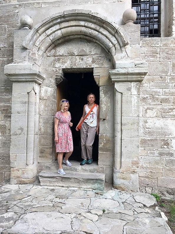 Portal starego kościoła w Sulisławicach, fot. Paweł Wroński