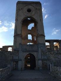 Zamek Krzyżtopór w Ujeździe - insygnia: krzyż i topór, fot. Paweł Wroński