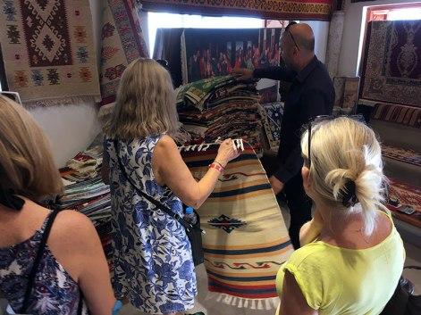 U sprzedawcy dywanów, bo Bogusia zapragnęła kilimów...., fot. Paweł Wroński