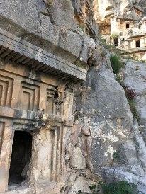Mýra (Mira) - ruiny antycznego miasta, wykute w skałach grobowce i amfiteatr, fot. Paweł Wroński