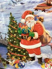 Święty Mikołaj w konwencji Coca-Coli - dekoracja jednego ze stoisk na targowisku przy starożytnościach, fot. Paweł Wroński