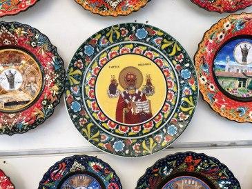 Wizerunek św. Mikołaja na pamiątkowej ceramice z Miry, fot. Paweł Wroński