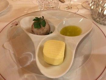 Backfrisches Jourgebaeck: gesalzene Butter, Grammelschmalz, Olivenoel, fot. Paweł Wroński