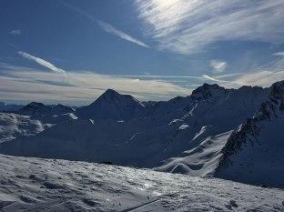 Widziane z granicznego grzbietu w paśmie SIlvretty szczyty należą do otoczenia Samnaun, fot. Paweł Wroński