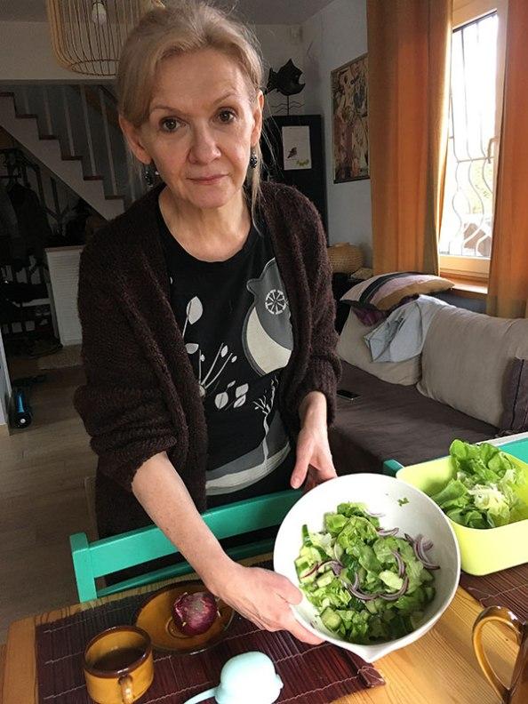 W czasie gdy się piecze można przygotować sałatkę, fot. Paweł Wroński
