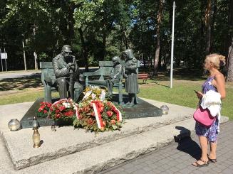 Pomnik Marszałka z córkami, fot. Paweł Wroński
