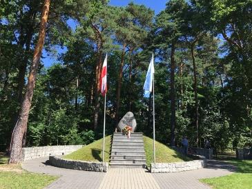 """Kopiec pamiątkowy poświęcony """"twórcom niepodległości"""", fot. Paweł Wroński"""