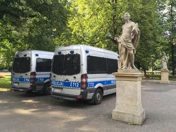 Policja pilnowała porządku i - jak widać - Prawdy :) fot. Paweł Wroński